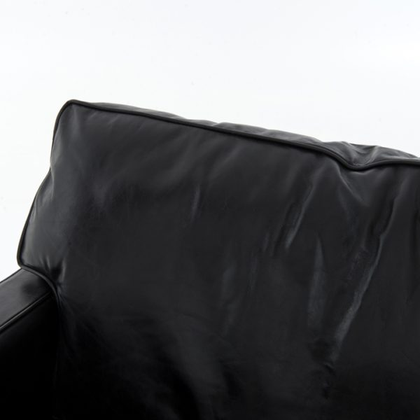 larkin sofa black pillow detail